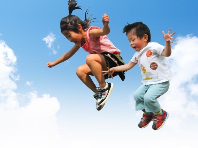 空飛ぶ子ども