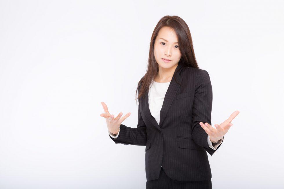 手を広げる女性の画像