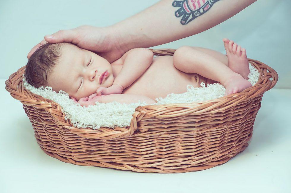 眠る赤ちゃんの写真